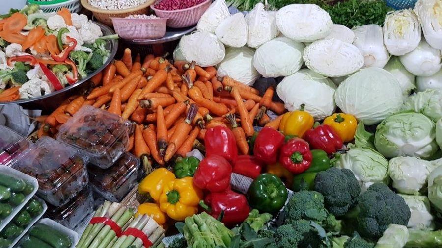 Giá thực phẩm hôm nay 22/1: Giá rau củ ổn định