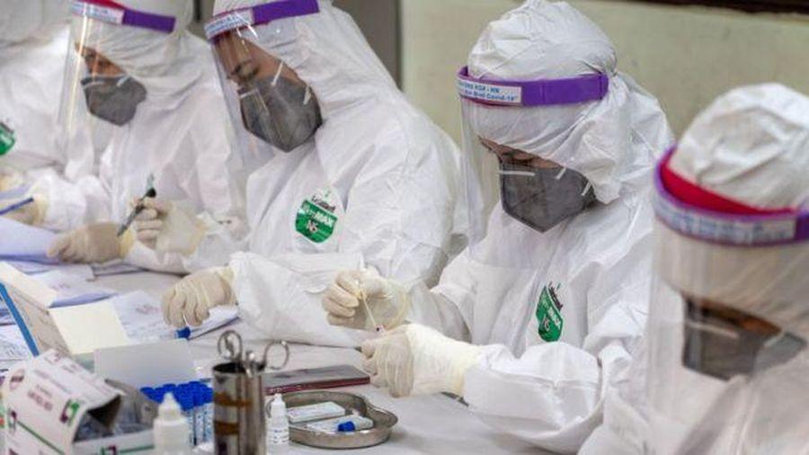 Thêm 2 người nhập cảnh nhiễm Covid-19, hơn 18.000 người đang cách ly