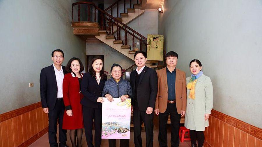 Trưởng Ban Tuyên giáo Tỉnh ủy thăm, chúc Tết các gia đình chính sách tại Tiên Yên