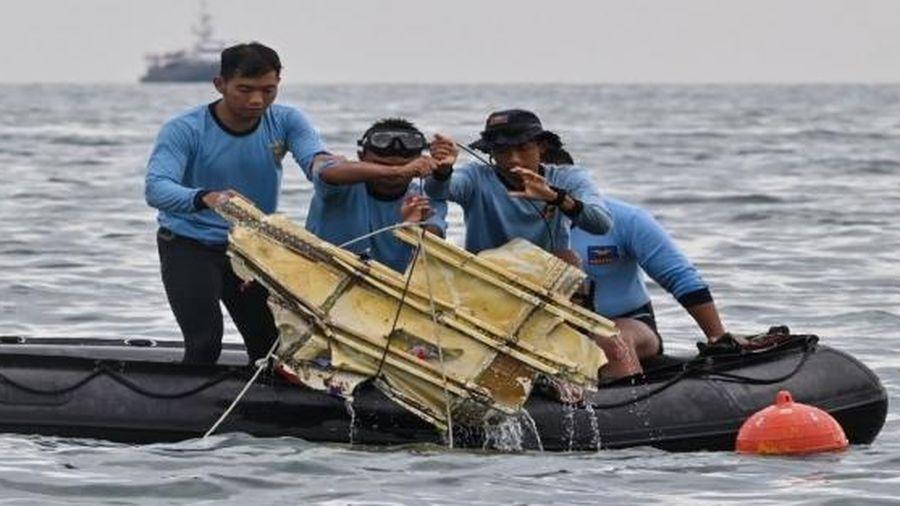 Tiết lộ nguyên nhân ban đầu vụ máy bay Indonesia chở 62 người rơi xuống biển