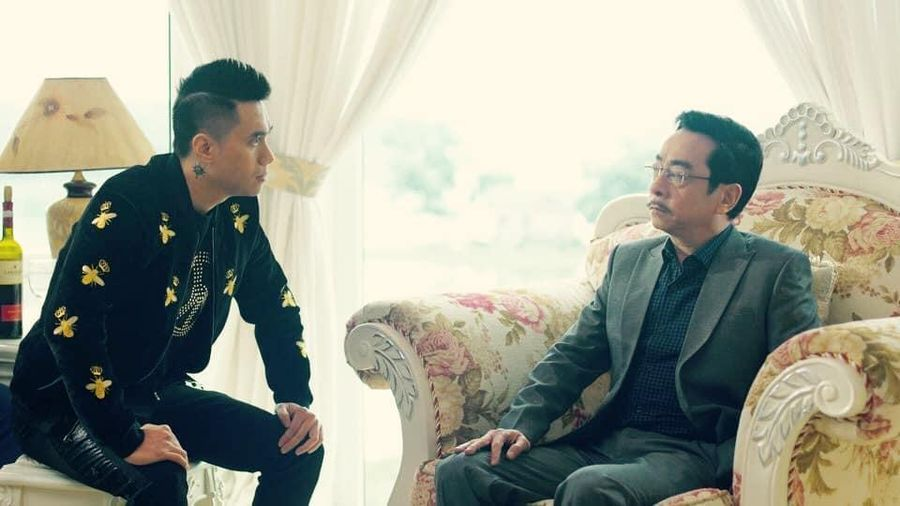 Việt Anh hứa làm web drama lấy cảm hứng từ 'Người phán xử', tặng NSND Hoàng Dũng
