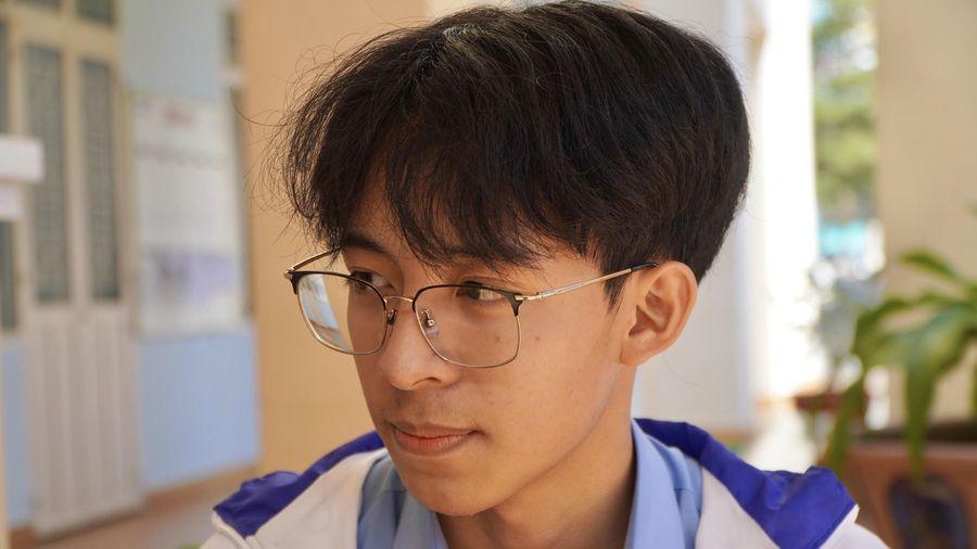 Nam sinh chuyên Toán giành giải nhất Văn quốc gia chia sẻ bí quyết học hiệu quả