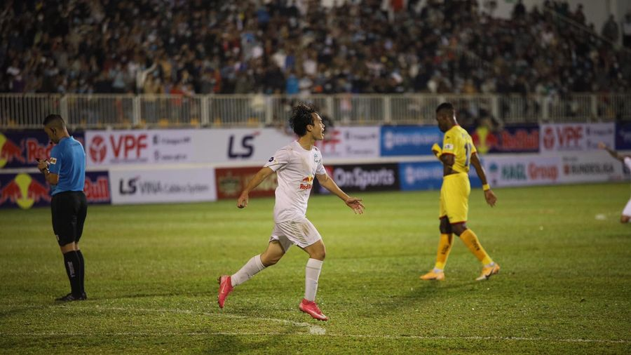 Minh Vương - Văn Toàn lập công, HAGL thắng trận đầu tiên thời Kiatisak
