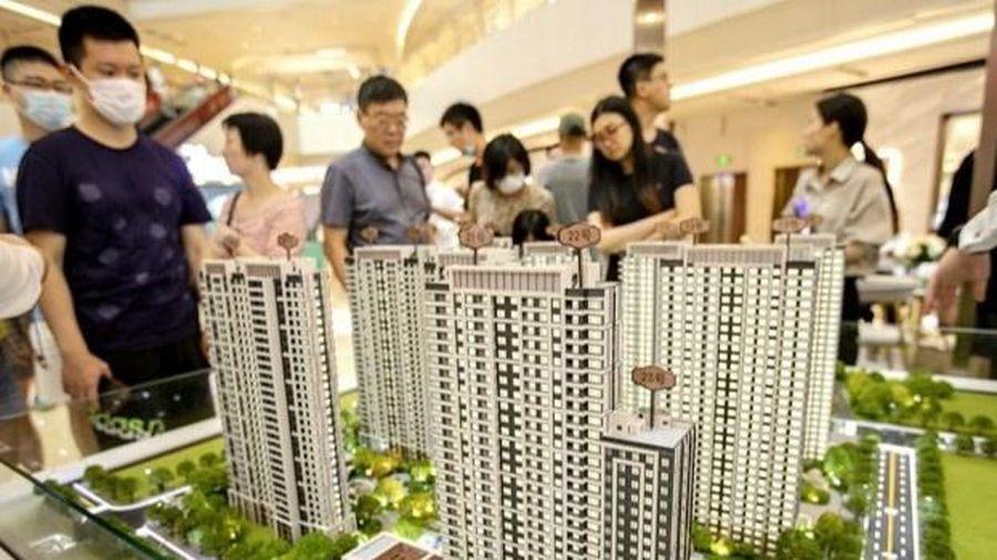 Người Trung Quốc ly hôn giả để mua thêm nhà