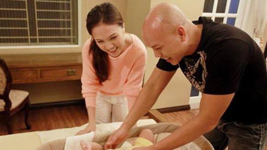 Phan Đinh Tùng đón con thứ hai