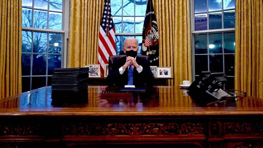 Tổng thống Biden loại bỏ nút gọi đồ uống của ông Trump