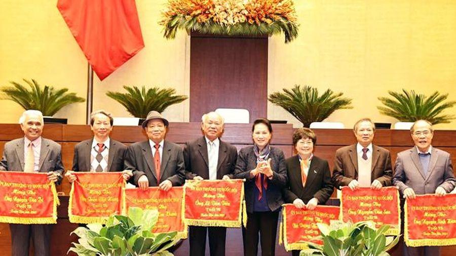 Chủ tịch QH Nguyễn Thị Kim Ngân chúc Tết nguyên lãnh đạo QH, đại biểu QH chuyên trách