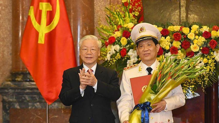 Tổng Bí thư, Chủ tịch nước Nguyễn Phú Trọng trao Quyết định thăng quân hàm Thượng tướng cho Thứ trưởng Công an