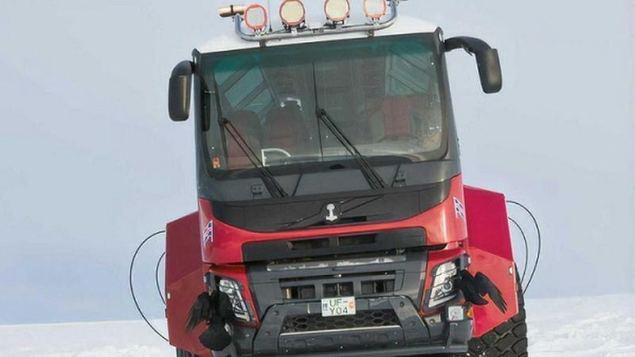 Sleipnir - xe buýt 8 bánh khổng lồ chuyên 'cưỡi' băng ở Iceland