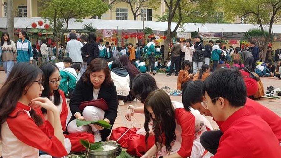 Gần 2.000 học sinh Phú Thọ tham gia ngày hội hướng nghiệp chào Xuân Tân Sửu