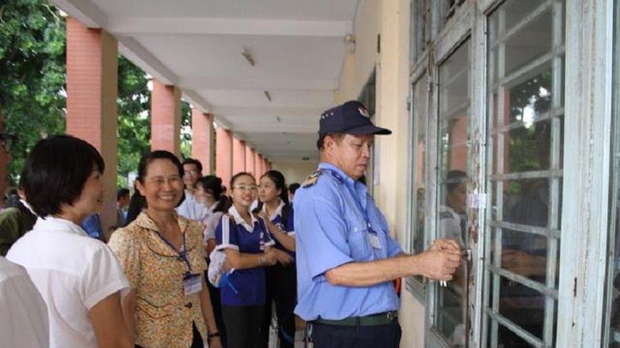 'Nóng' chuyện giáo viên trực Tết