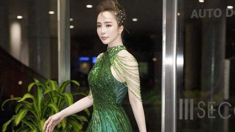 Quỳnh Nga 'nghỉ' hở bạo một ngày vẫn gợi cảm ngút ngàn, body không chút mỡ thừa