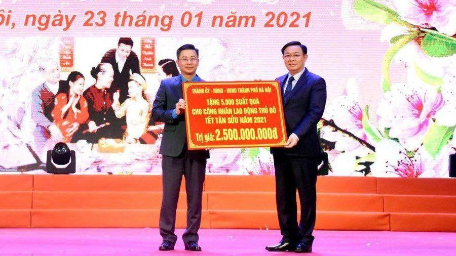 Bí thư Vương Đình Huệ trao quà Tết cho công nhân lao động