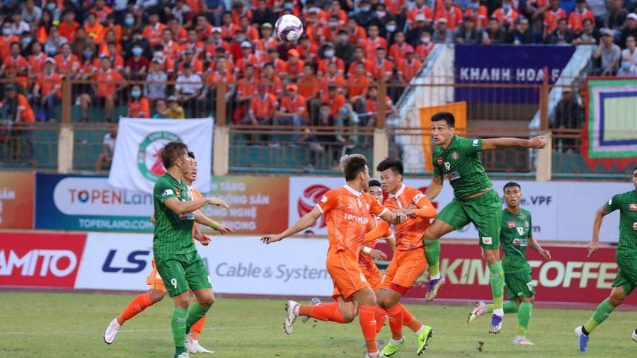 Tân binh Bình Định khiến Sài Gòn FC 'nếm trái đắng'