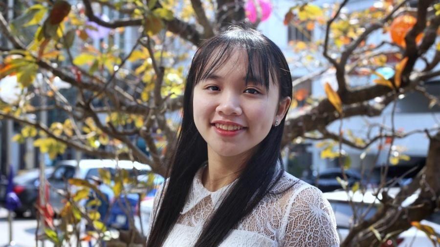 Nữ sinh biết 5 ngoại ngữ, là sinh viên năm ba khi mới 18 tuổi