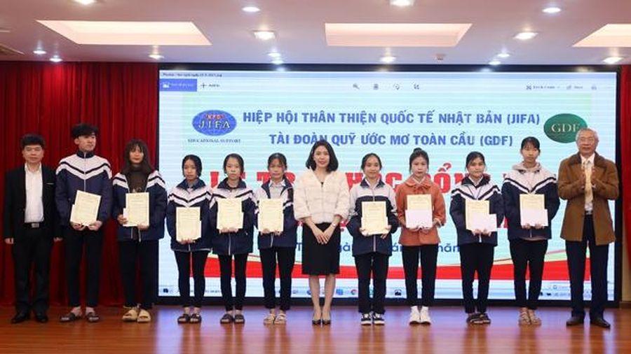 JIFA trao 81 suất học bổng cho học sinh Hà Tĩnh