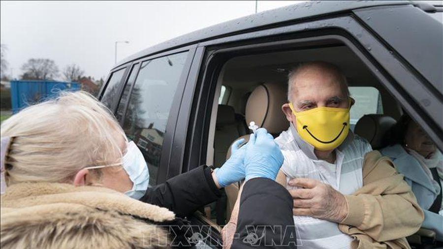 Anh tăng cường biện pháp đối phó sự xâm nhập các biến thể mới của SARS-CoV-2