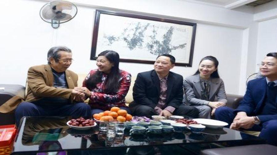 Lãnh đạo Mặt trận Tổ quốc thành phố thăm, chúc Tết 3 gia đình chính sách quận Tây Hồ