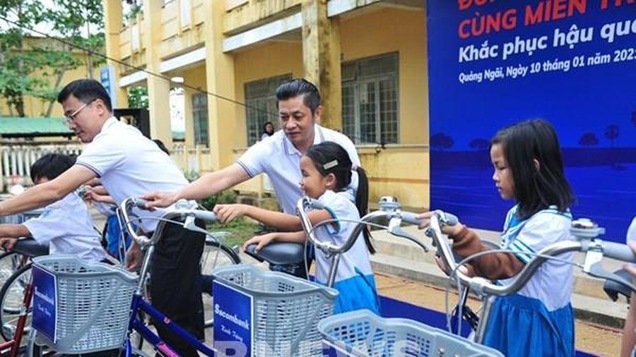 Sacombank dành gần 8,5 tỷ đồng hỗ trợ người dân miền Trung