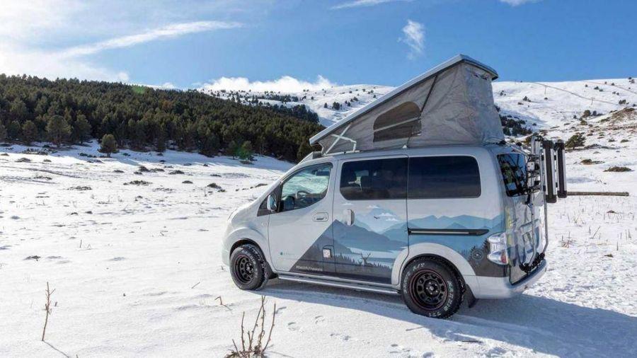 Đi cắm trại trên tuyết với xe thuần điện Nissan e-NV200 Winter Camper