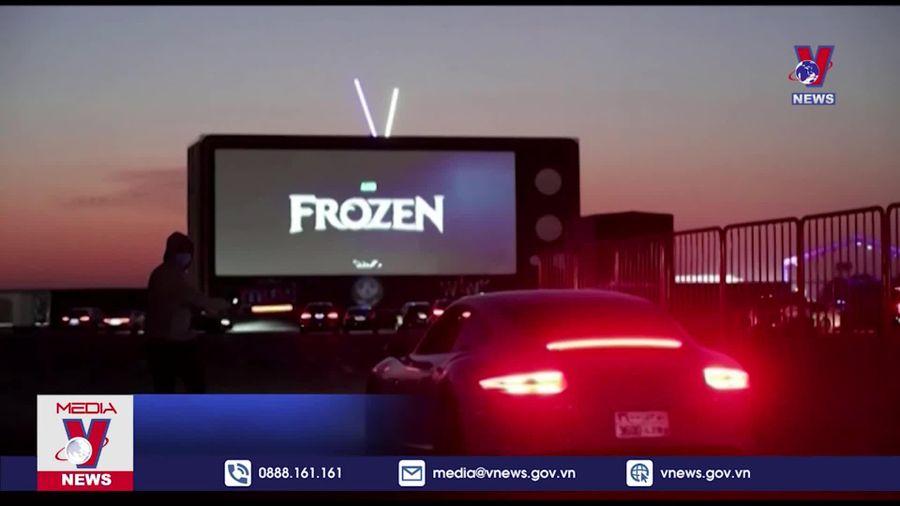 Arab Saudi khai trương rạp chiếu phim phục vụ khách ngồi trong ô tô