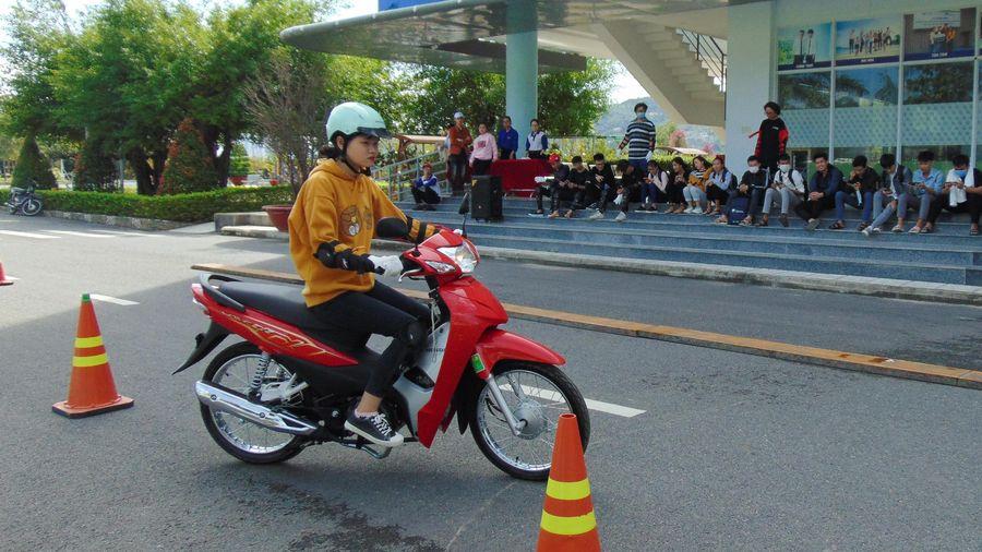 Tập huấn kiến thức an toàn giao thông cho hơn 200 sinh viên