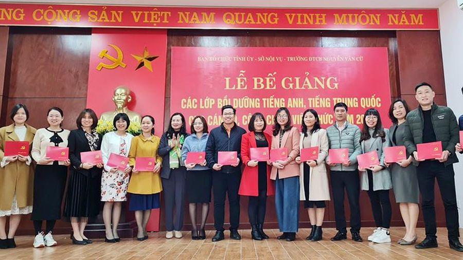 Bế giảng các lớp tiếng Anh, tiếng Trung Quốc cho CBCCVC năm 2020