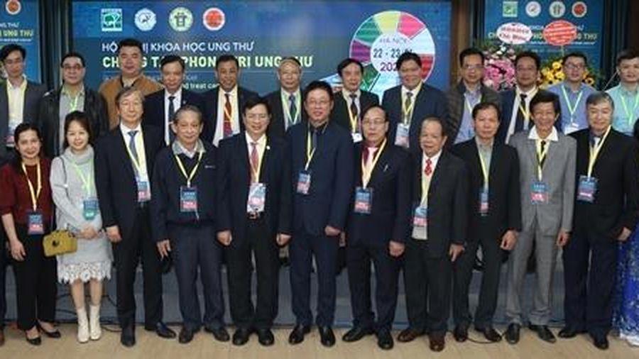 Các chuyên gia đầu ngành Việt Nam cập nhật kiến thức phòng, trị ung thư mới