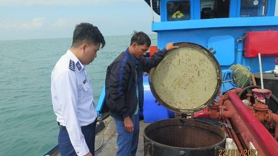 Cảnh sát biển phát hiện tàu chở dầu diesel 'không giấy tờ'