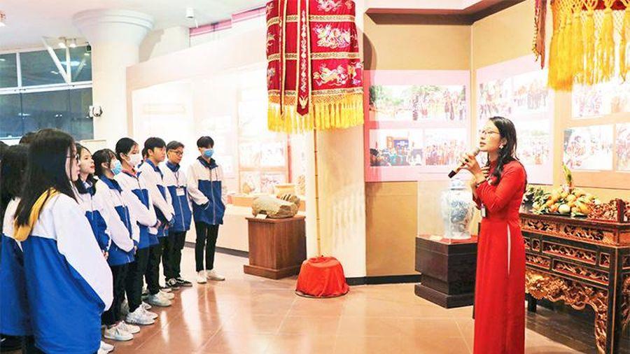 Trưng bày chuyên đề 'Di tích và Lễ hội truyền thống tỉnh Bắc Ninh'