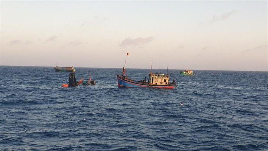 Tích cực tìm kiếm 6 ngư dân mất tích của tàu cá BT 93998 TS gặp nạn trên vùng biển Côn Đảo