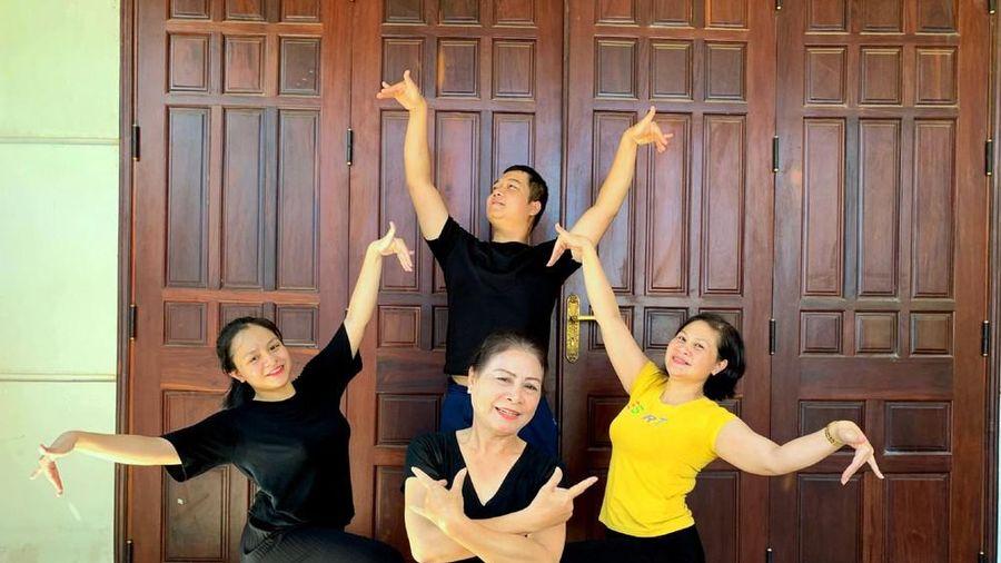 NSND Đinh Xuân La: 'Cứ được múa là khỏe ngay'