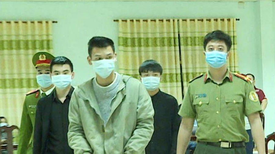 Bàn giao ba người Trung Quốc nhập cảnh trái phép cho công an xử lý