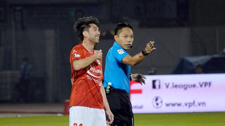 'Mourinho Việt Nam' chê trọng tài bắt không bình thường