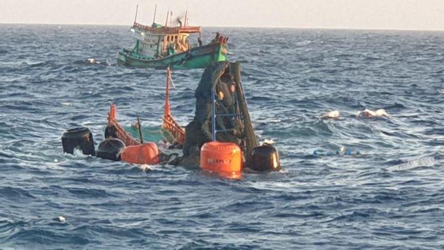 Tìm thấy một thi thể ngư dân khi trục vớt tàu cá bị chìm ở Côn Đảo