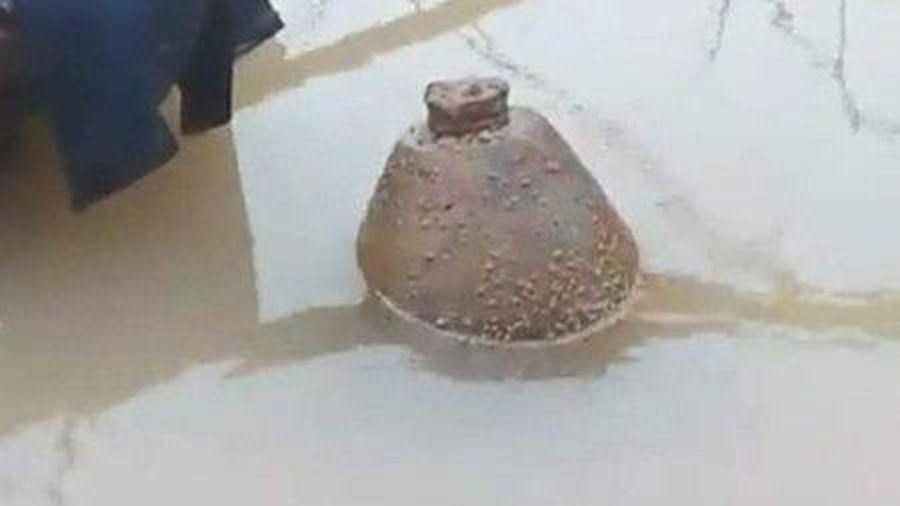 Phát hiện quả bom còn nguyên kíp nổ khi thi công mố cầu ở Hà Tĩnh