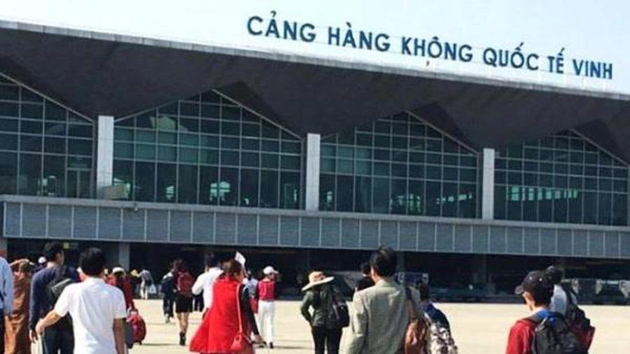 Taxi công nghệ không được đón khách sân bay: An ninh sân bay Vinh không nắm rõ luật?