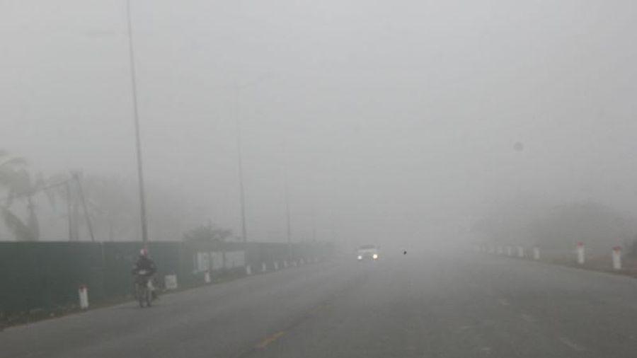 Sương mù dày đặc che phủ khắp các tuyến phố tại Thanh Hóa