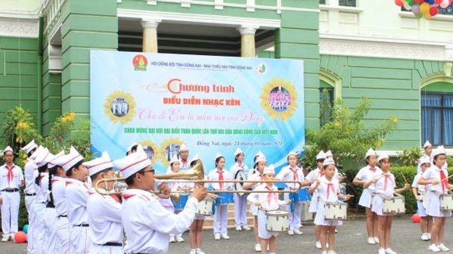 Biểu diễn nhạc kèn chào mừng Đại hội XIII của Đảng