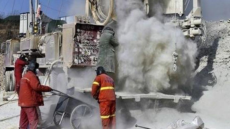 Trung Quốc giải cứu được 7 trong 22 công nhân mắc kẹt dưới mỏ vàng