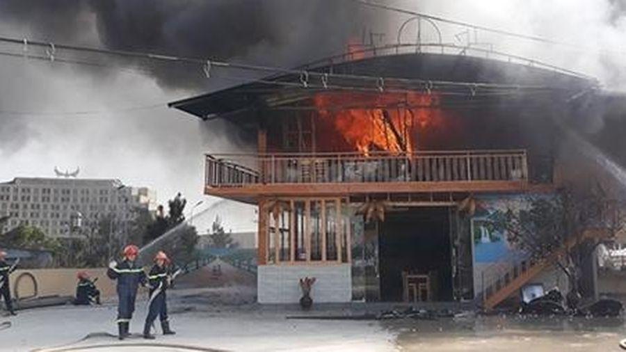 Kịp thời dập tắt đám cháy tại nhà hàng ở Sơn La