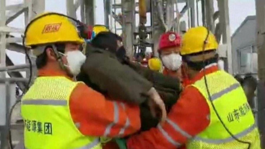 Trung Quốc giải cứu 11 thợ mỏ trong vụ sập mỏ vàng cách đây 2 tuần