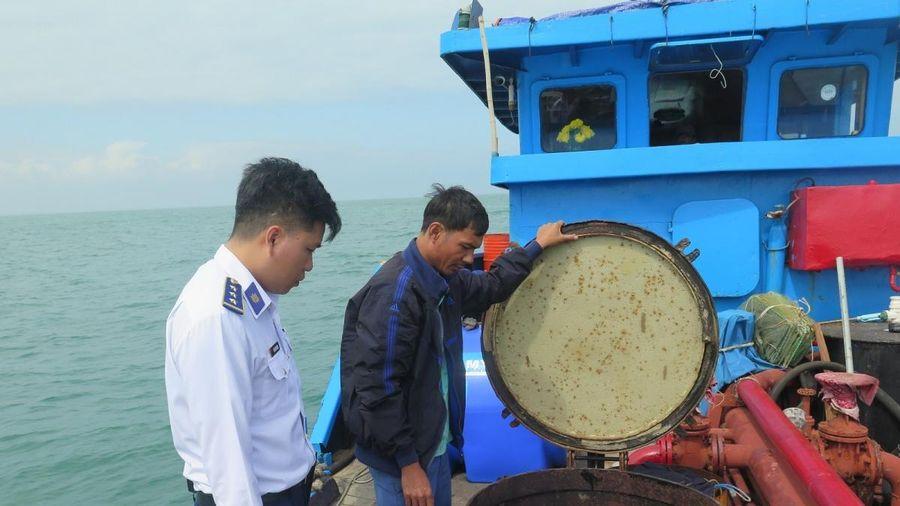 Bắt giữ tàu chở dầu không có giấy tờ hợp pháp