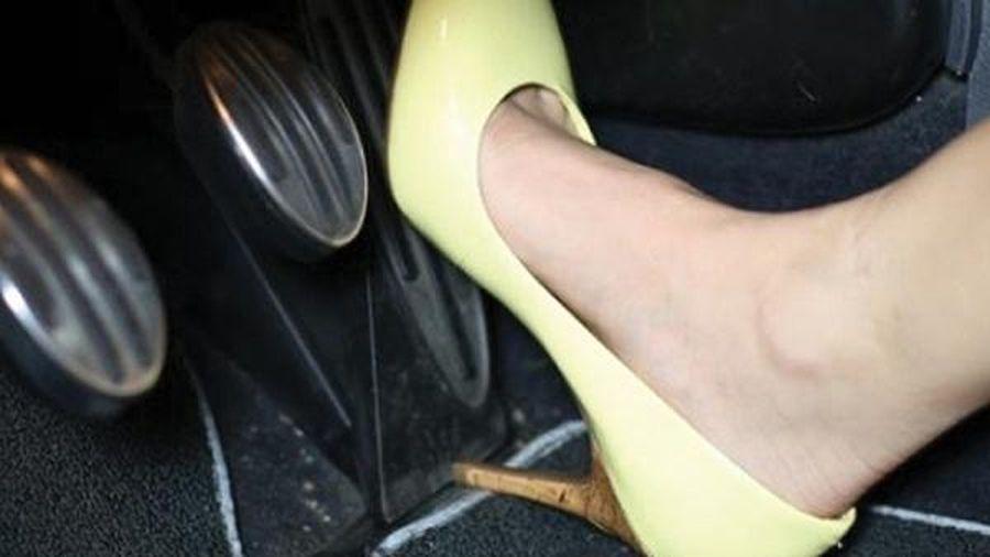 Phép cộng cho vẻ đẹp: Lợi và bất lợi của giày cao gót