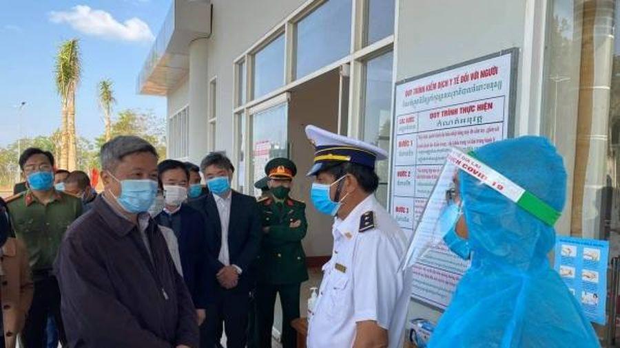 Y tế 'sát cánh' bảo vệ biên giới an toàn