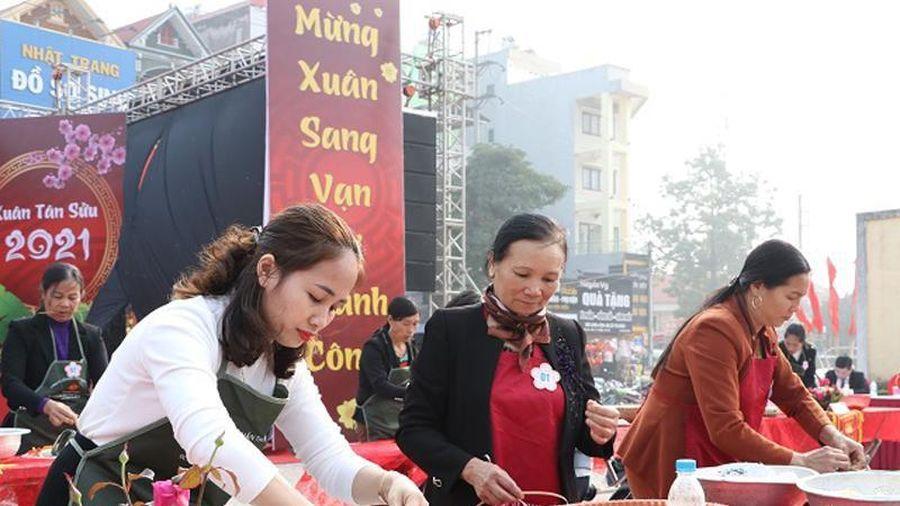 Rộn ràng hương vị Tết, thi gói bánh chưng làng Vân, huyện Hiệp Hòa