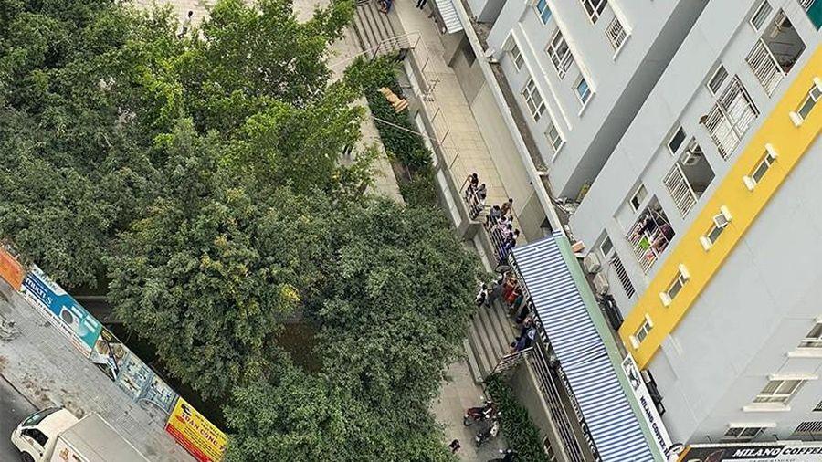 Trưởng Chi cục THA dân sự quận Bình Tân rơi lầu ở Carina