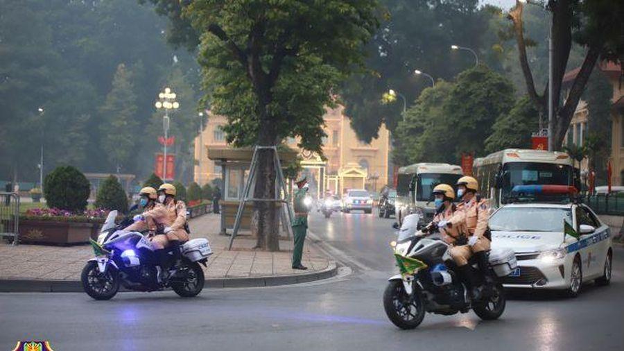 Giao thông đảm bảo an toàn, thuận lợi trong ngày đầu diễn ra Đại hội Đảng