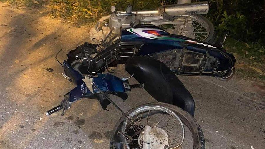Xe máy va chạm ôtô bán tải, 2 người chết