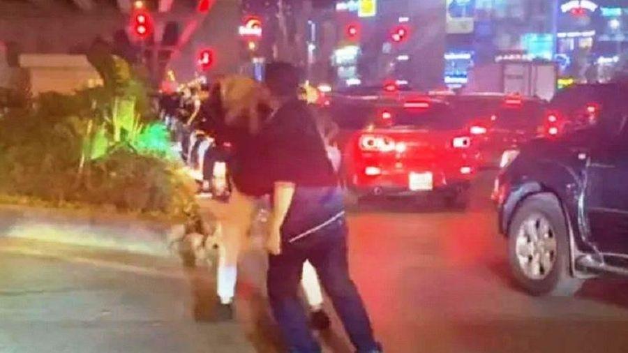 Khởi tố đối tượng đánh người vì bị nhắc dừng xe quá lâu